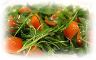 Салат с рукколой и помидорами черри